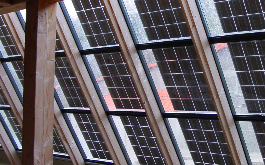 Üveg-üveg áttetsző napelem panelek